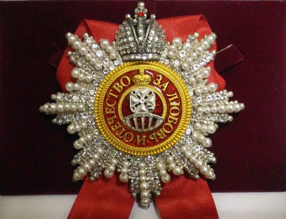 Звезда ордена Святой Анны (с короной, с хрусталем и жемчугом swarovski)